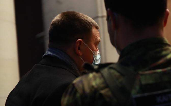 Jüri Ratas maskis