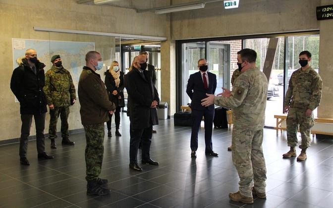 Министр обороны Юри Луйк встретился со спецподразделением ВВС США.