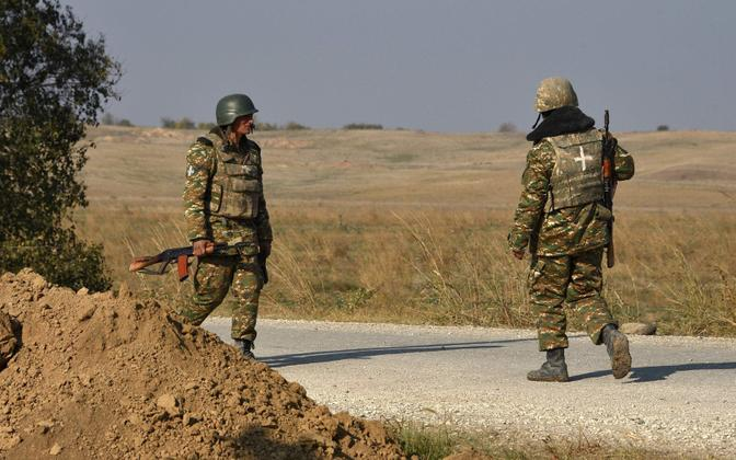 Армянские военнослужащие несут патрульную службу..