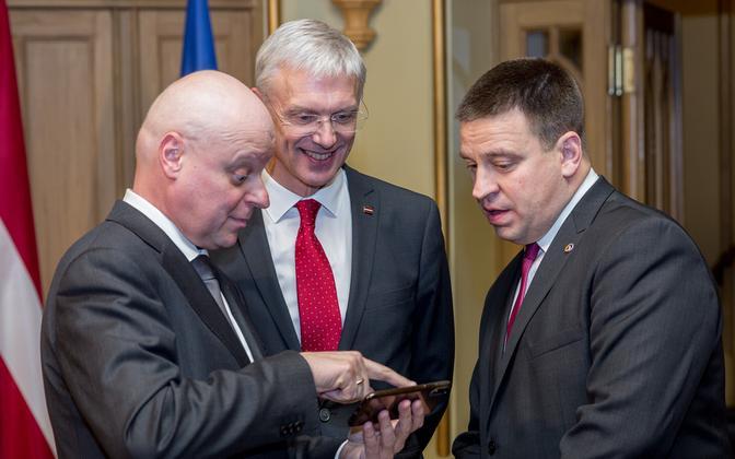 Leedu peaminister Saulius Skvernelis (vasakul), Läti peaminister Krišjanis Karinš ja Eesti peaminister Jüri Ratas tänavu veebruaris.