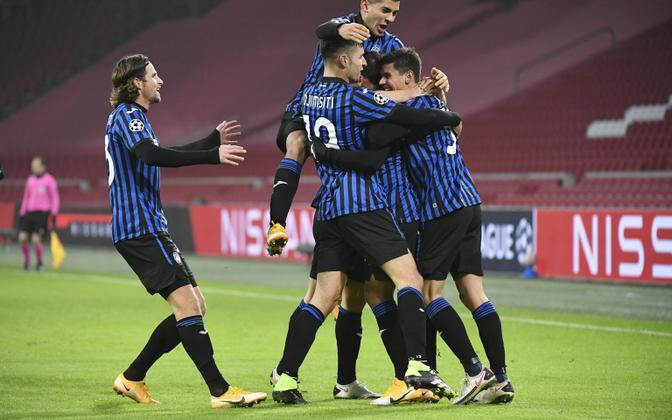 Atalanta alistas otsustavas Meistrite liiga alagrupimängus kümnekesi jäänud Ajaxi ja pääses edasi