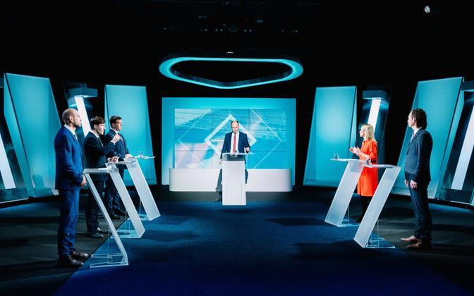 Leaders of Estonia's five represented political parties on ETV's 'Esimene stuudio' late last year; from left, Helir-Valdor Seeder (Isamaa), Martin Helme (EKRE), Jüri Ratas (Center), presenter Andres Kuusk, Kaja Kallas (Reform), Indrek Saar (SDE).