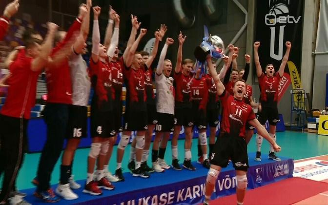 Tallinna Selver Aadu Luukase karikavõistluste trofeega