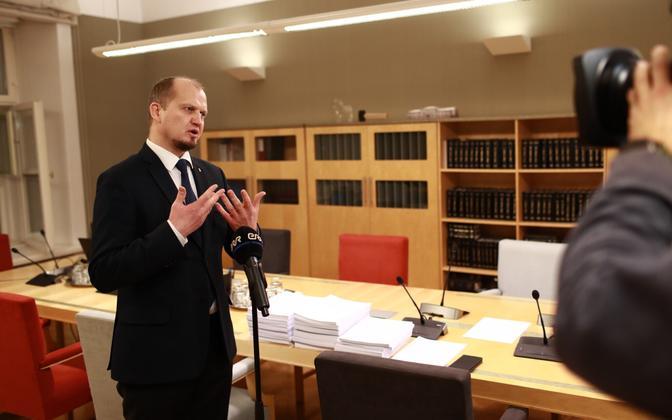 Riigikogu constitutional affairs committee chairman Anti Poolamets at the amendment handover,