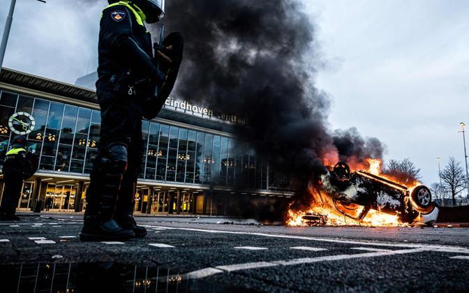 Eindhovenis põlema pandud auto.
