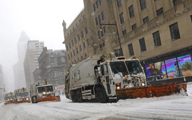 Lumesahad Manhattanil Kaheksandal Avenüül.