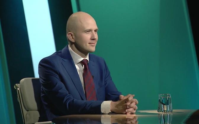 Minister of the Environment Tõnis Mölder (Center).