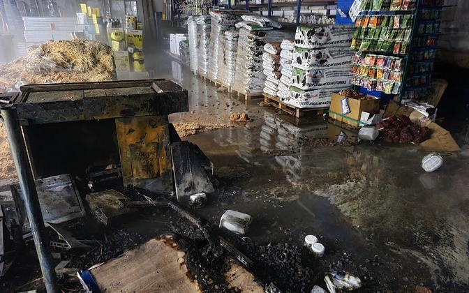 Последствия пожара в торговом центре в Кохтла-Ярве.