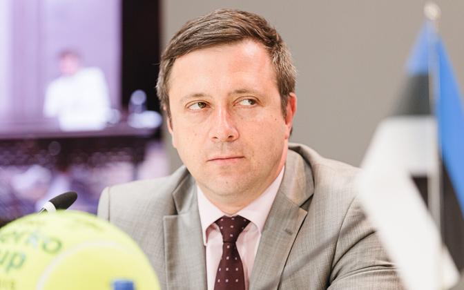 Vadim Belobrovtsev (Center).