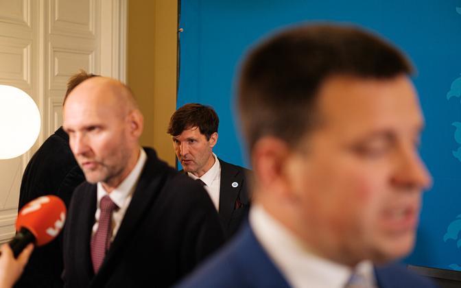 Helir-Valdor Seeder (vasakult), Martin Helme (keskel) Jüri Ratas.