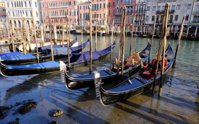 Veneetsias jäävad gondlid kuivale.