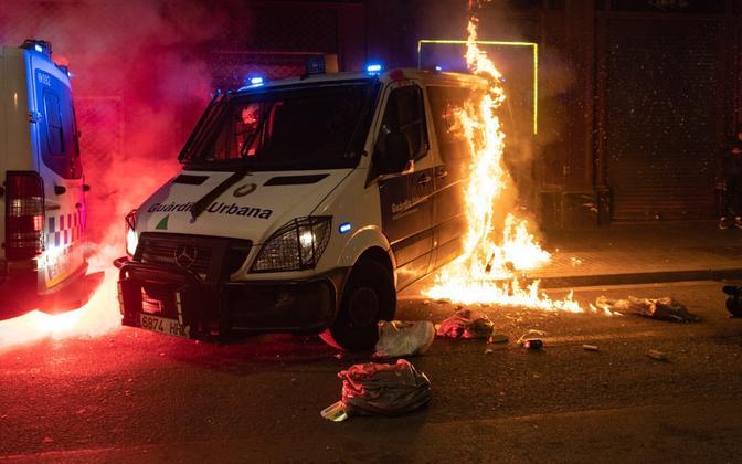 Põlema pandud Barcelona politseiauto