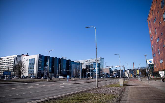 Koroonapiirangute ajal haigutab tühjus ka mitmetel Eesti tänavatel.