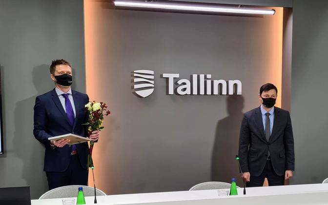 Priit Sarapuu (left) and Tallinn mayor Mihhail Kõlvart at the recognition of