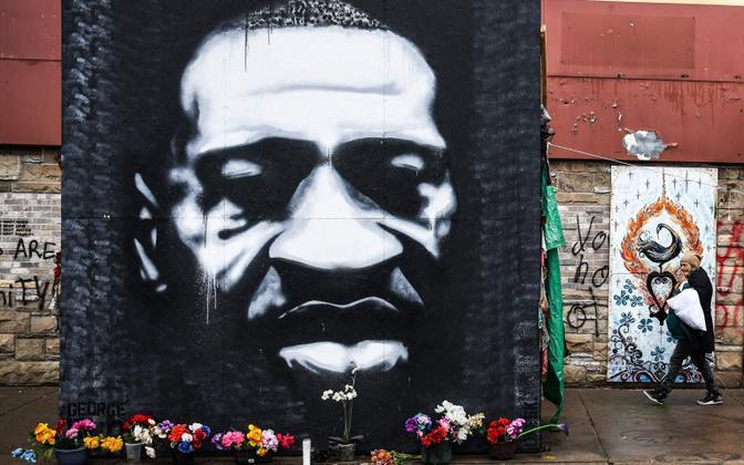 Импровизированный памятник Джорджу Флойду в Миннеаполисе..