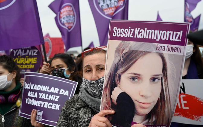 Meeleavaldus Istanbulis Türgi otsuse vastu lahkuda Istanbuli konventsioonist.
