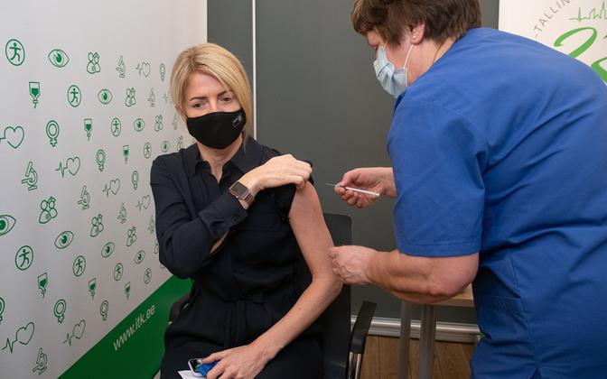 Minister of Foreign Affairs Eva Maria Liimets (Center) receiving the vaccine.