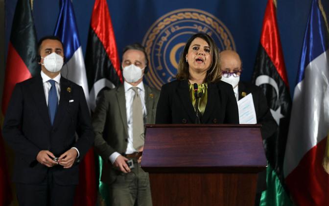 Liibüa välisminister koos Prantsuse, Saksa ja Itaalia kolleegidega pressikonverentsil.