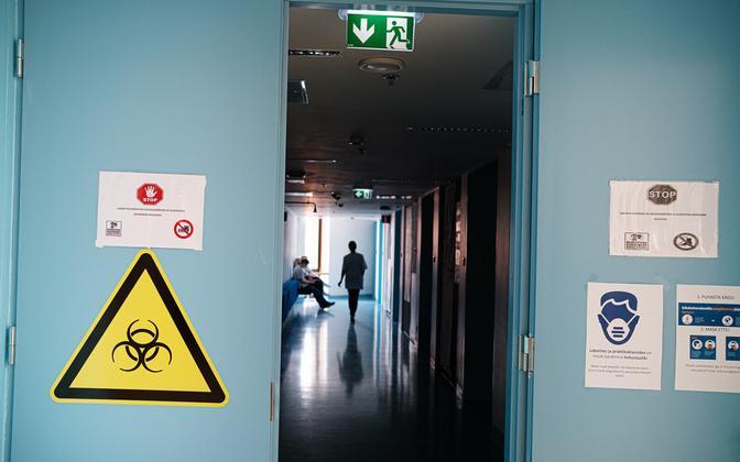 Coronavirus warning signs at Tartu Healthcare College (Tartu Tervishoiu Kõrgkool).