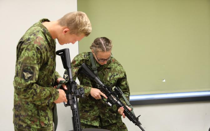 Officers and NCOs getting acquainted with the LMT R-20 Rahe, following the initial batch arriving last year.