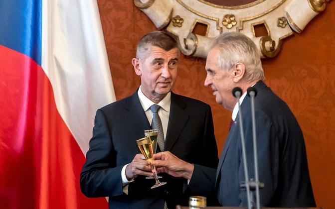 Tšehhi president Miloš Zeman (paremal) ja peaminister Andrej Babiš (paremal).