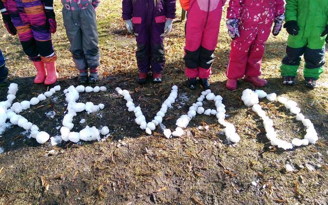 Kindergarten children spelling out