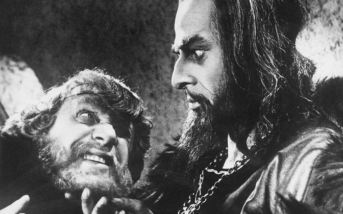 Ivan Julm (paremal) Eisensteini filmis