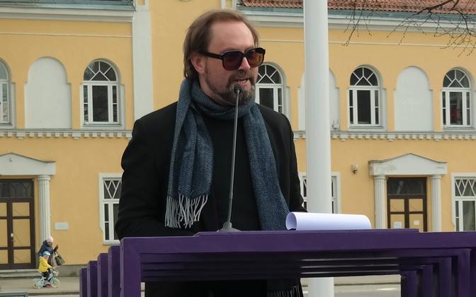 Steven-Hristo Evestus Paide keskväljakul.