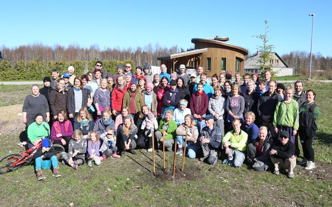 Members of the Lilleoru community during a tree-planting campaign.