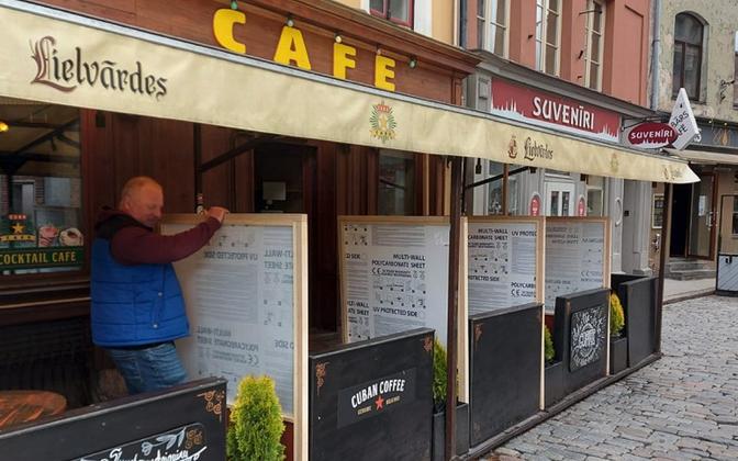 Riia vanalinnas on välikohvikud taas avatud.