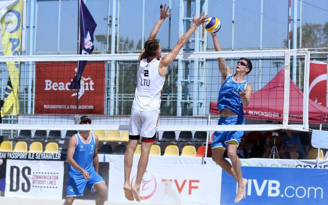 Timo Lõhmus ja Dmitri Korotkov mängus Leedu vastu.