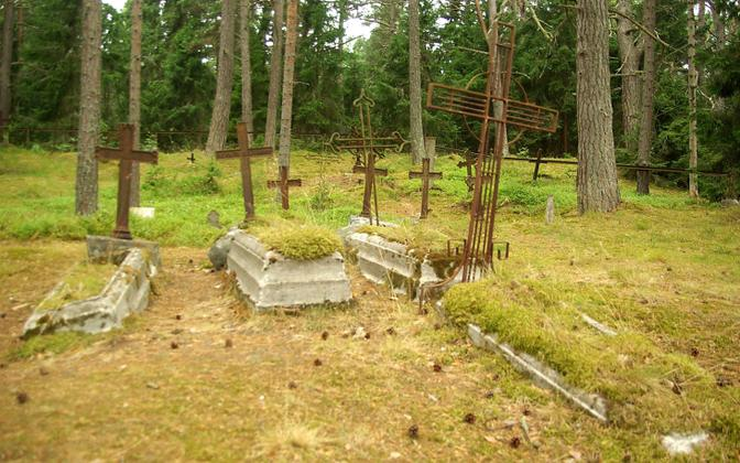 Eestis andis kirik sellele hirmule hoogu juurde, sest kritiseeris eestlaste kommet oma surnud kohe maha matta.