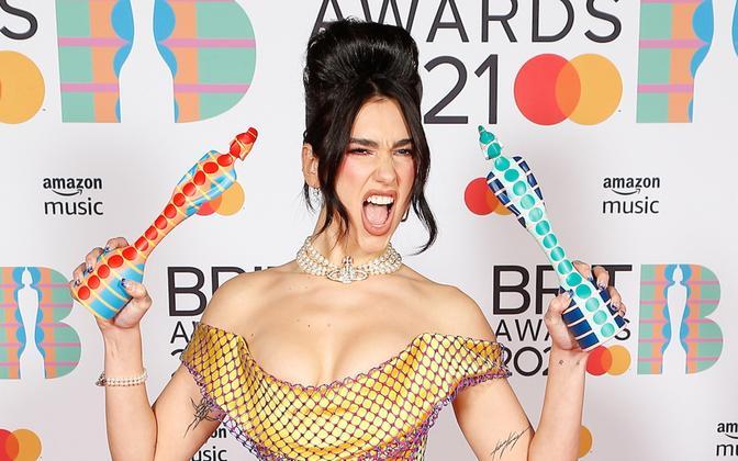 Dua Lipa võitis Briti muusikaauhindadel nii parima naisartisti kui ka parima albumi auhinna
