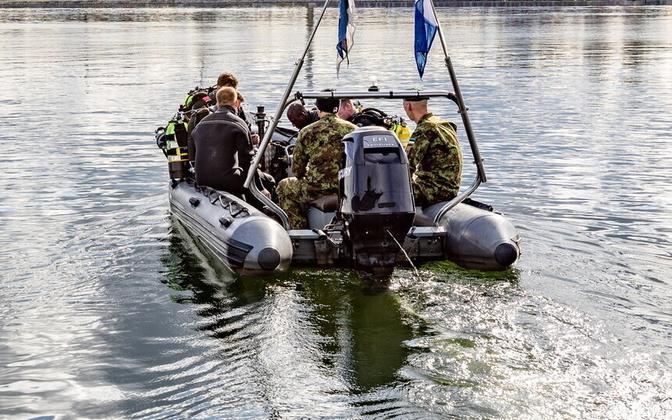 Navy (Merevägi) divers.