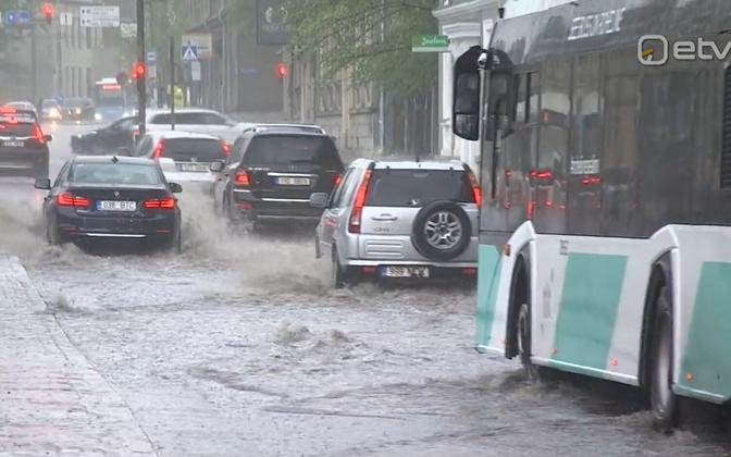 A picture of heavy rain in Tallinn (picture is illustrative).