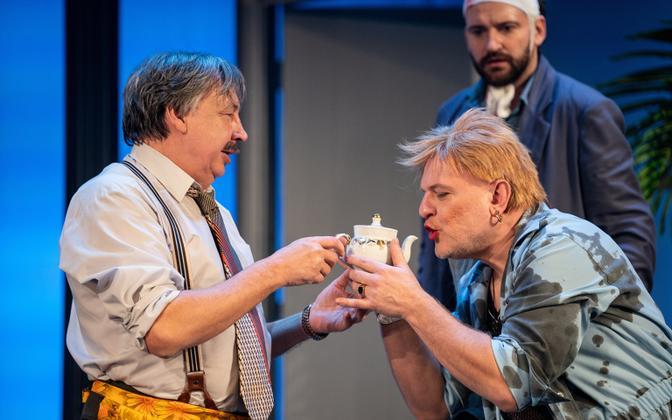 Rakvere teater taasavab uksed komöödiaga