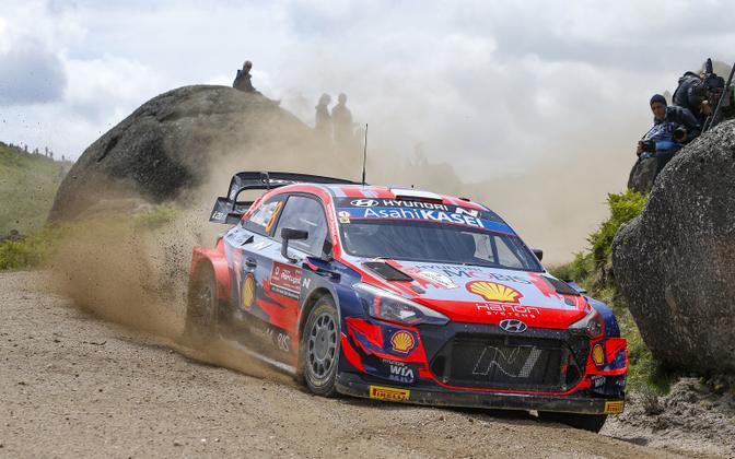 Ott Tänak and co-driver Martin Järveoja in action in Rally de Portugal before Saturday's suspension issue.