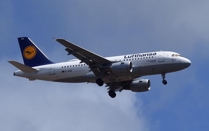 Самолет Lufthansa.