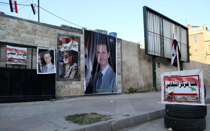 Bashar al-Assadi plakatid valimisjaoskonna seinal Damaskuses