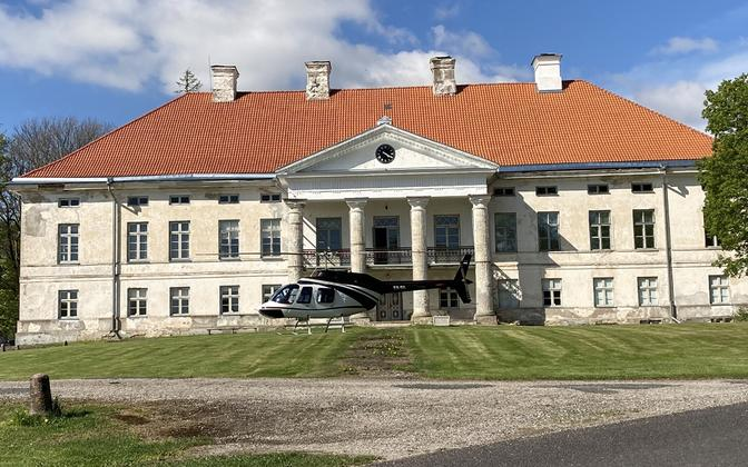 A privately owned helicopter in front of Lihula Manor.