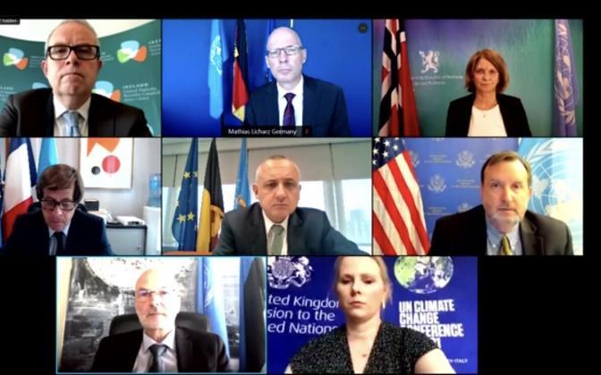 Представители 8 стран выступили с совместным заявленинием.