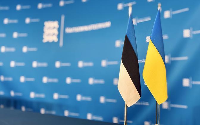 Estonian and Ukrainian flags