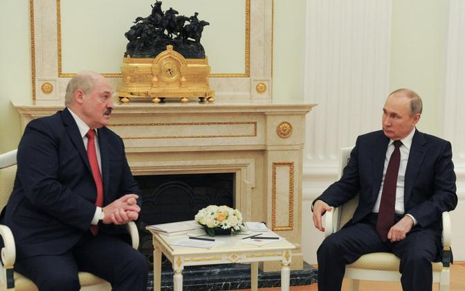 Владимир Путин и Александр Лукашенко на встрече в Сочи в конце мая..