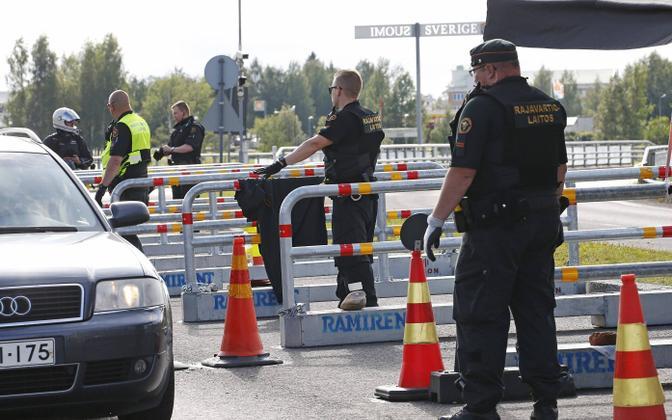 Soome piirivalvurid piiril Rootsiga.