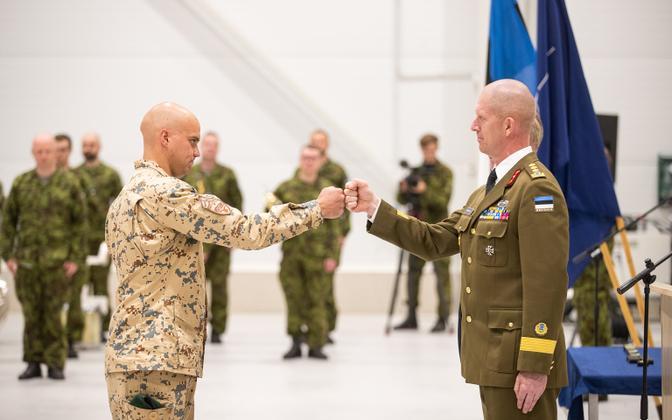 Commander of the Estonian Defense Forces Lt. Gen. Martin Herem decorates Estonian soldiers returning from Afghanistan.