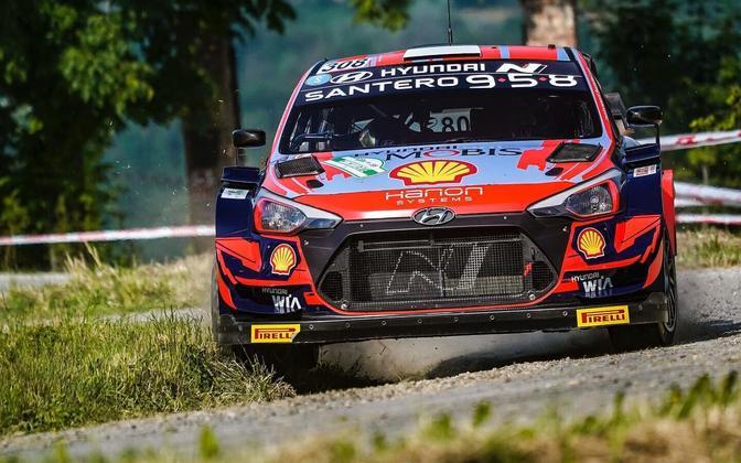 Tänak and Järveoja in action in Rally di Alba.