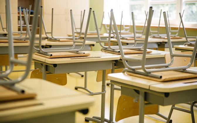 An empty classroom (photo is illustrative).