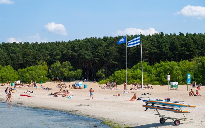 Hot weather on Tallinn's Stroomirand beach.