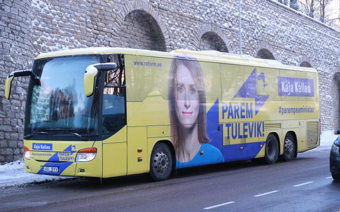 Предвыборный автобус Партии реформ.