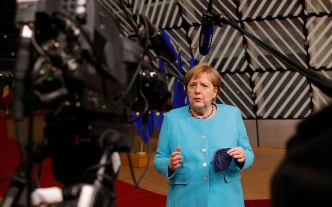 Saksa kantsler Angela Merkel ülemkogu esimese päeva järel avaldust tegemas.